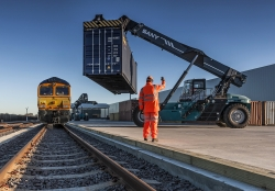 Reacher-and-train