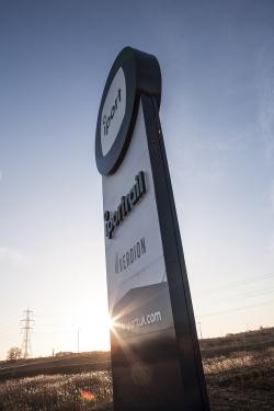 i-port-entrance-sign