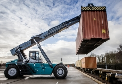 reach-stacker-with-container