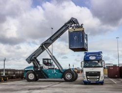 reach-stacker-loading-lorry