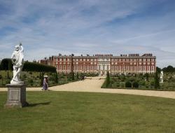 Hampton-palace- iPhone Image - Ross Vincent Photography